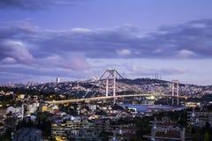 Bosphorus桥梁暮色看法在伊斯坦布尔土耳其 库存照片