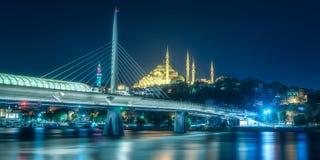 Bosphorus桥梁看法在晚上伊斯坦布尔 免版税库存图片