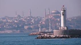 bosphorus桥梁轮渡通过火鸡的伊斯坦布尔 免版税库存照片