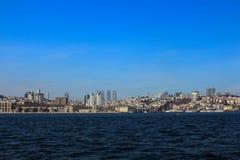 Bosphorus现代和历史建筑伊斯坦布尔 免版税库存图片