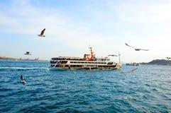 Bosphorus船在伊斯坦布尔,土耳其 图库摄影