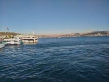 Bosphorus 从一条轮渡拍的博斯普鲁斯大桥照片在伊斯坦布尔 免版税库存照片