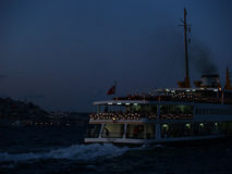 Bosphorus bis zum Nacht Stockbild