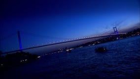 Bosphorus bro i Istanbul, Turkiet (Time-schackningsperioden) arkivfilmer