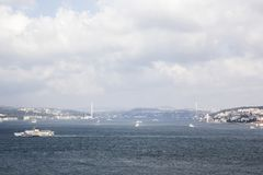 Bosphorus De brug over Bosphorus is zichtbaar in de afstand stock afbeelding