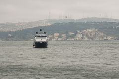 Bosphorus in de regenachtige dag Stock Afbeelding