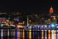 Bosphorus in der Nacht, Galata-Turm Lizenzfreies Stockbild