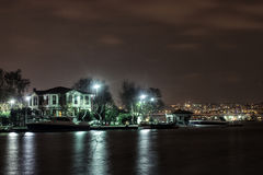 Bosphorus-hause in der Nacht lizenzfreies stockbild