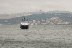 Bosphorus i den regniga dagen Fotografering för Bildbyråer