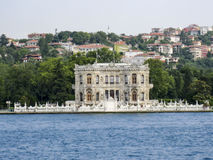 Bosphorus Istanbul historisk byggnad Royaltyfria Bilder