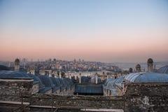 Bosphorus kanal från det bästa taket på solnedgång arkivfoton