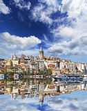 Bosphorus met een oude stad op een achtergrond, Istanboel Stock Foto