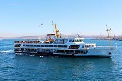 Bosphorus och färja Arkivfoto