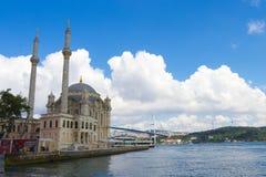 bosphorus ortakoy桥梁的清真寺 库存照片