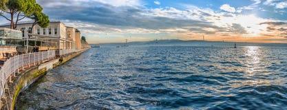 Bosphorusoverzees in Istanboel, Turkije Royalty-vrije Stock Afbeeldingen