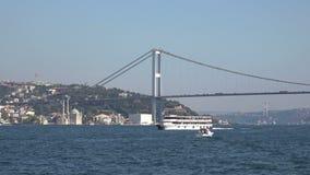 Bosphorusstraat in Istanboel Turkije stock video