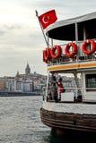 Bosphorusveerboot met Galata-Toren op de achtergrond, Istanboel, Turkije Royalty-vrije Stock Fotografie