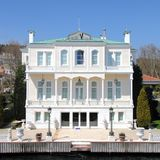 Bosporus mansion. Beautiful mansion alongside the Bosporus at the sea near Istanbul,Turkey Stock Photos
