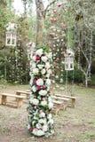 Bosque adornado con las flores para casarse Fotos de archivo libres de regalías
