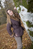 Bosque de la caída de la muchacha Imagen de archivo libre de regalías