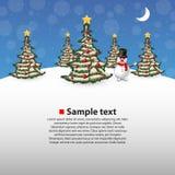 Bosque de la Navidad con un muñeco de nieve en el fondo Foto de archivo libre de regalías