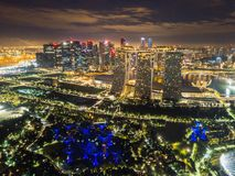 Bosque de Supertree Jardine pela baía na área de Marina Bay na cidade de Singapura Vista aérea na noite foto de stock