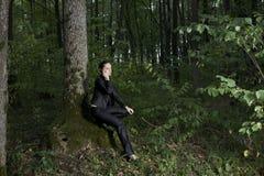 Bosque de Using Cellphone In de la empresaria foto de archivo libre de regalías