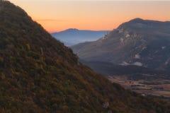 Bosque del otoño en la salida del sol en Urbasa fotografía de archivo libre de regalías