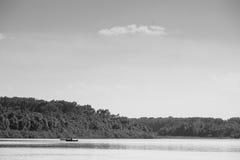 Bosque pintoresco y el río Foto blanco y negro de Pekín, China Fotos de archivo libres de regalías