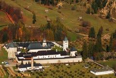 Bosque y monasterio Fotografía de archivo libre de regalías