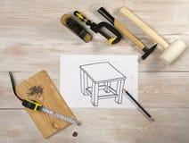 Bosqueje los muebles en una hoja de papel blanca, la visión superior imagen de archivo