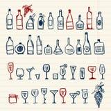 Bosquejo de las botellas y de las copas del alcohol Foto de archivo
