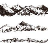 Bosquejo de las montañas del vector, ejemplo dibujado mano, colinas grabadas libre illustration