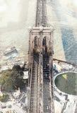 Bosquejo del puente de Brooklyn sobre el East River en NY libre illustration