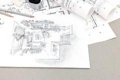 Bosquejo a mano de la sala de estar con las herramientas de dibujo en el escritorio Fotografía de archivo libre de regalías