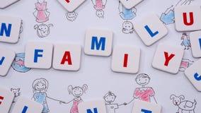 Bosquejo y letras de la familia que forman una palabra FAMILIA almacen de metraje de vídeo