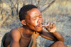 Bosquimano con el cigarrillo Foto de archivo libre de regalías