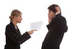 Boss enojado con su empleado Imagenes de archivo