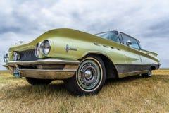 BOSSCHENHOOFD/NETHERLANDS- 17 DE JUNIO DE 2018: una vista spectecular de Buick clásico Electra en un meetin clásico del coche fotos de archivo
