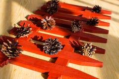 Bossparappel op de decoratieve omheining op de lijst stock afbeelding