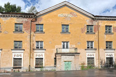 Bostads- byggnad av Stalinist arkitektur Arkivbild