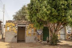 Bostads- byggnad i Egypten royaltyfria foton