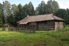 Bostads- byggnad Karel från byn Mineeva Vesyegonsk D Royaltyfri Foto