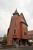 Bostads- byggnad på den Trodelmarkt fyrkanten i det Nuremberg centret Royaltyfria Bilder