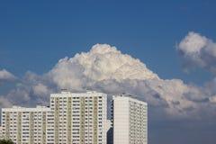 Bostads- byggnader för höghus, cityscape Arkivfoto