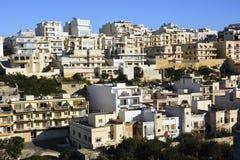 Bostads- byggnader i Mellieha, Malta Arkivbilder