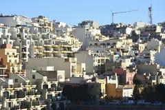 Bostads- byggnader i Mellieha, Malta Royaltyfria Bilder
