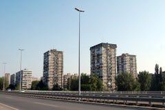 Bostads- byggnader i Novi Sad Arkivfoton