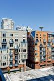 Bostads- byggnader in ner av Seattle, WA Arkivfoto