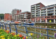Bostads- byggnader som byggs på ställe av övergett industriellt Arkivfoton